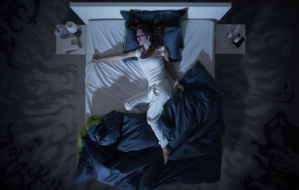 Nằm mơ thấy ngủ với người lạ đánh con gì?